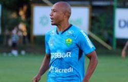 RESCISÃO - Meia se recupera de lesão, mas pede para deixar Cuiabá