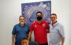 Garoto de MT assina contrato para jogar no São Paulo