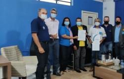 Prefeito entregou título de hóspede oficial do município ao governador distrital do Rotary Club