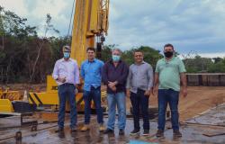 Vereadores e prefeito visitam construção de ponte de concreto sobre o Rio Teles Pires
