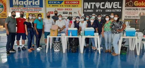 DEDICAÇÃO - Equipe comemora mais mil doses aplicadas da vacina contra a covid19