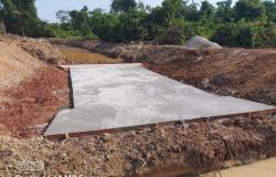 Atendendo reivindicação dos vereadores Ailton, Naldo e Tuti, Prefeitura de Alta Floresta inicia construção de galeria de aduelas na Vicinal Terceira S