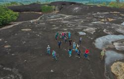 Secretário Netinho e alunos da Escola João Paulo I participam de atividade turística no Sítio Arqueológico Pedra Preta
