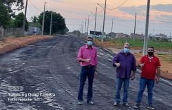 Vereadores e Prefeito acompanham pavimentação da Avenida Vila Nova