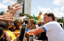 Bolsonaro teve contato direto com ao menos 272 pessoas durante ato no DF