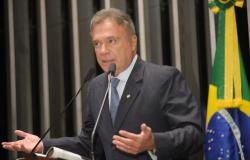 Alvaro Dias pede fim da corrupção e do foro privilegiado