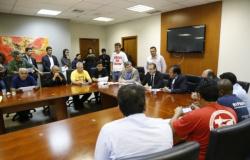 Após mais de 7 horas, Assembleia Legislativa articula fim da greve e apresenta proposta para RGA
