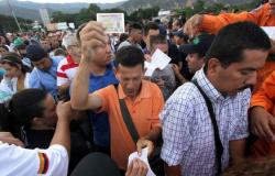 Após abertura, mais de 80 mil cruzam fronteira entre Colômbia e Venezuela