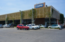 Cliente processa Comper após ser roubada no estacionamento