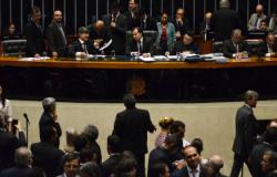 Câmara vota medidas de proteção às mulheres e regras sobre partidos