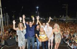 60 mil comemoram aniversário de Cuiabá em show