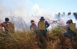 Bombeiros controlam fogo e pontos turísticos devem ser reabertos