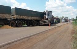 Motorista morre em rodovia de MT após engavetamento entre 4 carretas