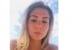 """Carol Portaluppi posa de biquíni na praia sob o sol: """"queimando"""""""