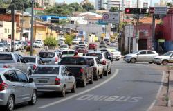 Pouco mais de cem motoristas são autuados na faixa exclusiva