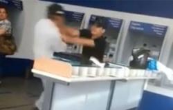 Policial civil agride idoso dentro de banco e Corregedoria investiga