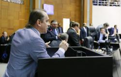 """Deputado avalia Taques como """"melhor da história"""" e diz que Mauro não prioriza servidores"""