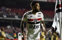 Daniel Alves, do São Paulo, atuou em sete posições diferentes nos últimos três anos; veja raio-X