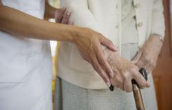 Paciente idosa consegue majorar dano moral por má prestação de atendimento domiciliar