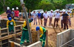 Blocos de sustentação dos pilares começam a ser concretados na Av. das Torres