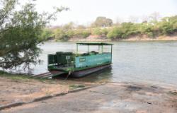 Balsa Ecológica retoma o serviço de coleta de lixo no Rio Cuiabá