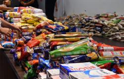 Primeira-dama entrega alimentos a clubes de serviços e entidades sociais filantrópicas