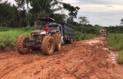 Atoleiros deixam MTs intrafegáveis e moradores de 3 municípios praticamente isolados