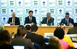 Brasil tem 2 novos casos suspeitos de coronavírus em São Leopoldo e em Curitiba, diz Ministério da Saúde