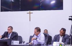 Defesa de Valdecir apresenta atestado médico e servidor não comparece