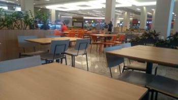 Pandemia esvazia shopping em Cuiabá