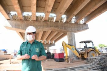 Excepcionalmente, prefeito vistoria obras de viadutos na Avenida das Torres e Beira-Rio