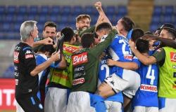 Na disputa de penais, o Napoli bate a Juventus e levanta a Copa Itália