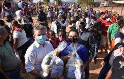 Campanha leva roupas e alimentos para moradores do assentamento Terra Prometida