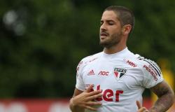 Com futuro incerto e em pauta no Inter, Pato não treina no São Paulo