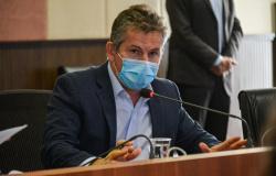 Governo de MT defende que governo federal lidere compra e entregue a vacina contra a Covid-19 à população após Bolsonaro negar compra de vacinas chine