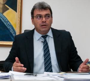 Justiça manda Abílio retirar programa que acusa Emanuel de coagir servidores
