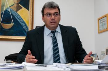 O juiz da 1ª Zona Eleitoral, Geraldo Fidelis: decisão contra Abílio