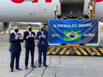 © Reprodução/Twitter João Doria Secretário estadual de Saúde, Jean Gorinchteyn, governador de São Paulo, João Doria (PSDB) e o diretor do Instituto Butantan, Dimas Covas