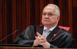 Caos nos EUA deve colocar em alerta a democracia brasileira, diz Fachin