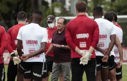 Após derrotas e com Inter mais próximo, Muricy faz reunião com elenco do São Paulo