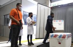 Brasil é 52º país a iniciar vacinação