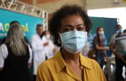 Ozeniza alerta para que idosos não procurem Centro de Vacinação
