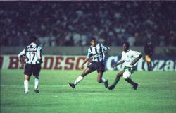 Grêmio e Palmeiras disputam final pela primeira vez com histórico de duelos marcantes; relembre