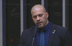 PF ouve Daniel Silveira sobre celulares encontrados na prisão