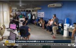 Famílias de vítimas da Covid-19 se aglomeram em Central Funerária de Cuiabá para liberar corpos