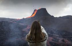 FOTOS: vulcão em erupção vira 'atração turística' na Islândia
