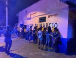 Polícia flagra clientes aglomerados em bar sem alvará e 13 são presos e multados em MT