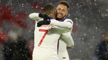 PSG vence o Bayern em Munique com gols de Mbappé e assistências de Neymar