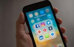 Paquistão ordena corte de redes sociais após manifestações