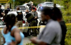 Homem negro é morto pela polícia dos EUA durante buscas em sua casa